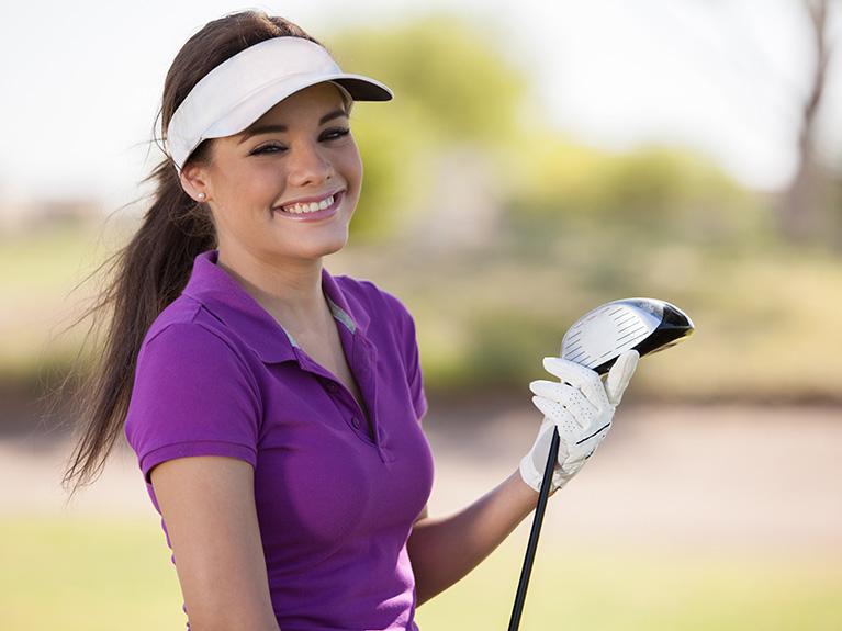 Junge Golferin